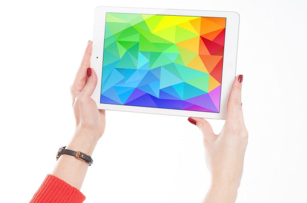 企業サイト_使うべき_印象別_カラー